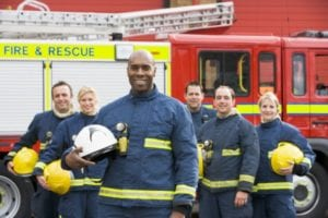 portrait-of-a-group-of-firefighters-by-a-fire-engine_hkzw4acss_2